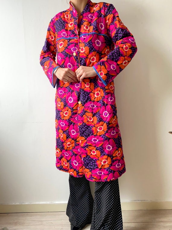 Vintage 1960's quilted housecoat with retro floral