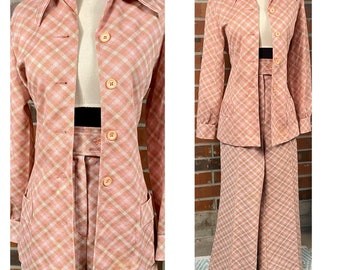 Vintage suit,50s suit,60s suit,Mod suit,knitted suit,candy pink,straight skirt,jacket,beaded,UK 16,elasticated skirt,wedding,white beading,