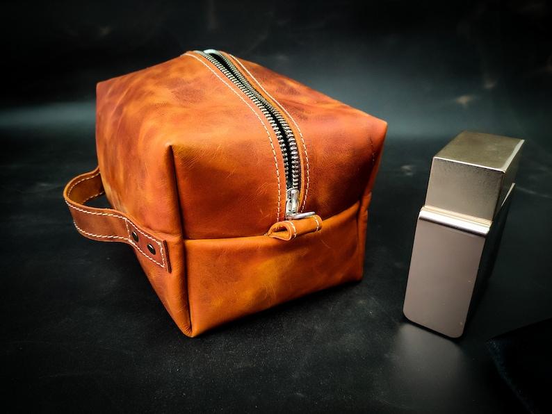 Unisex Travel Case Leather Makeup Bag Shaving Kit Groomsmen Gift Personalized Leather Dopp Kit Valentines Day Gift Toiletry bag