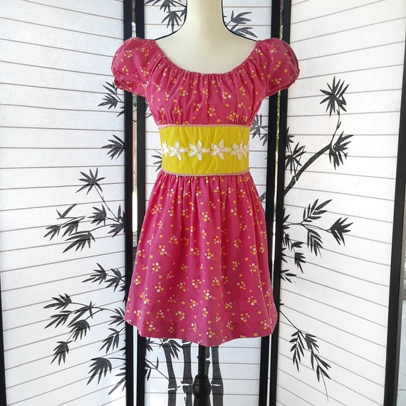 Vintage 60's Pink and Yellow Flower Print Off Shou