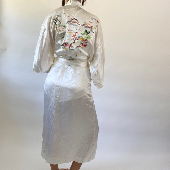 vintage embroidered silk robe - image 3