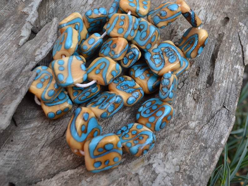 Aged glass beads Ethnic glass beads Square flat glass beads 32 pcs Beige Blue lampwork beadset Murano glass beads Africa inspired
