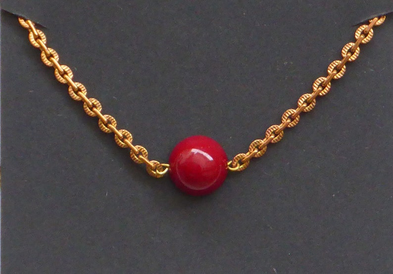 Bracelet with a dome dome in frosted white boho glass red black or gold.