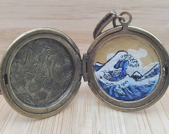 Great Wave Painted Locket, Hokusai Necklace, Hand-painted pendant, Tiny Painting, Unique Gift, Japanese Art, Resin Locket, Artist Necklace