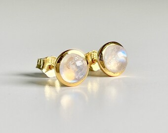 round stud earrings with moonstone gold-plated in silver