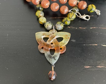 AGATE and JADE NECKLACE with pendant