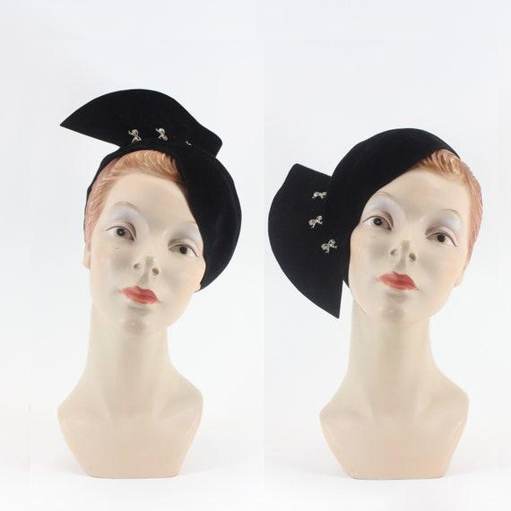 40s Velvet Fascinator Tilt Hat // Vintage Tilt Emb