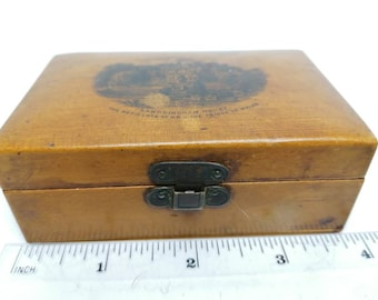 Blonde wood with a picture Cowpers House Olney A lovely Large Victorian Antique Mauchline Ware wooden box