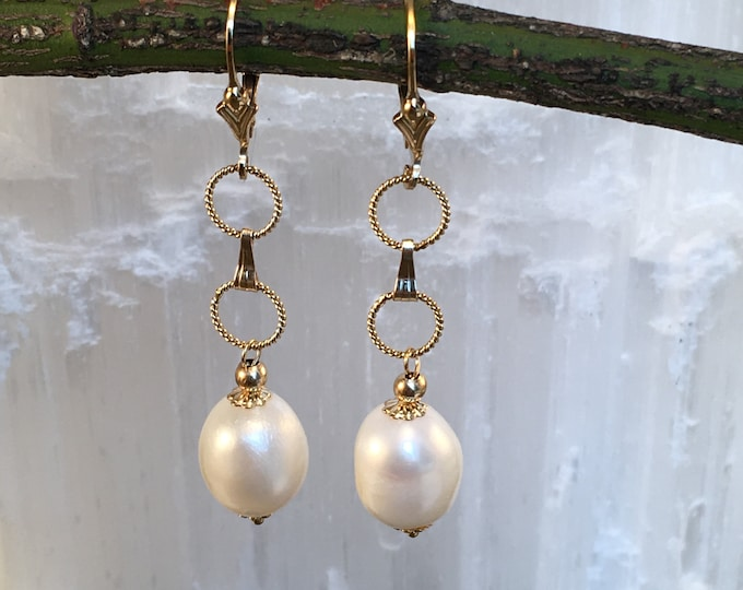 Baroque pearl and gold earrings filled