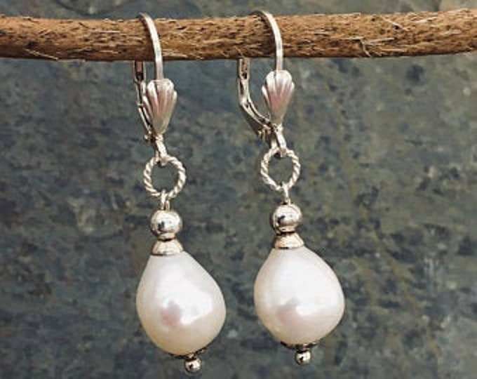 Freshwater pearl earrings and sterling silver .925
