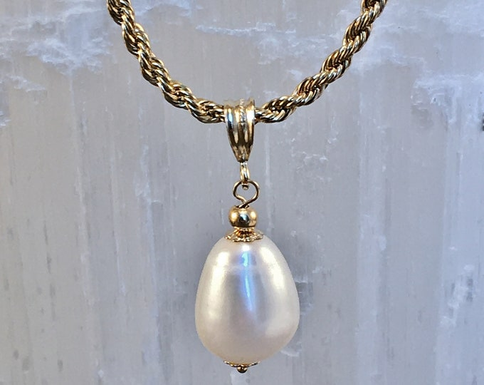 Baroque and gold-filled perle pendant