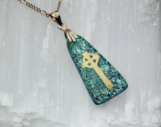 Dichroic glass pendant and 22 carat gold fusion. V5