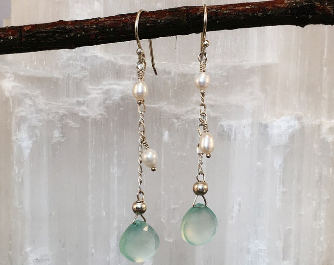 Earrings of natural pearls and chalcedony. S12