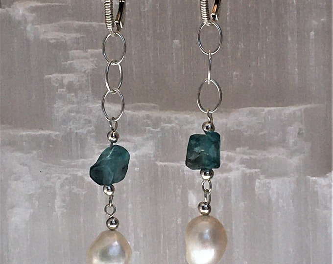 Earrings in green blue apatites and natural pearls and sterling silver .925. (S3)