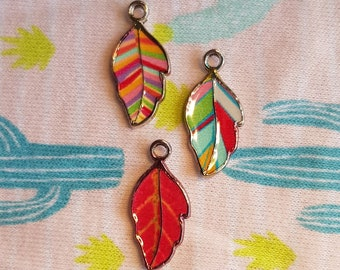 Set of 3 leaf-shaped pendants with colorful, cheerful decoration