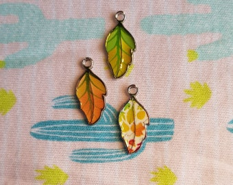 Set of 3 leaf-shaped pendants in beautiful autumn colors