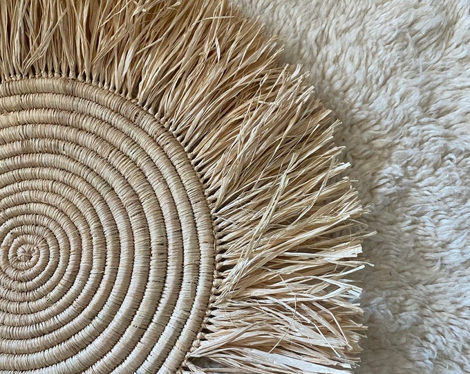 Round table set in raffia with fringes 50 cm,Handmade raffia placemats, Boho Placemats, Fringe Placemats