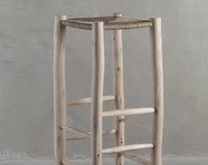 Tabouret de bar marocain en doum, en cuir ou en chute de tissus boucherouite. Wooden bench for the bar, rattan bench, bar stool