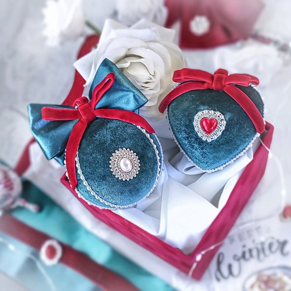 Velvet Christmas ornaments set of 2 handmade fabric vintage dark green baubles with red velvet ribbons, pearls, hearts, tree decoration gift