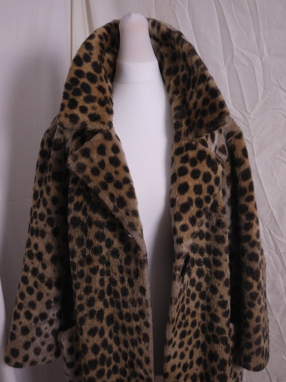Stylish 1950s faux fur leopard print coat