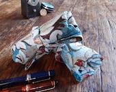 Pen roll blue baroque gobelin fabric, fountain pen case, pattern fabric pen wrap handmade in the Netherlands