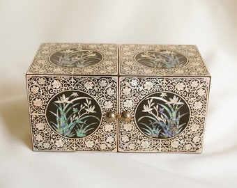Vintage Antique Gold JAPANESE Butterfly Design Intricate Detailing JEWELLERY STORAGE Trinket Box Lovely Colour Wonderful Detailing!
