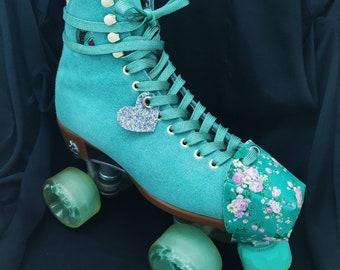Dollhouse Miniature Old Fashion Roller Skates /& Key 1:12 Z911 Dollys Gallery