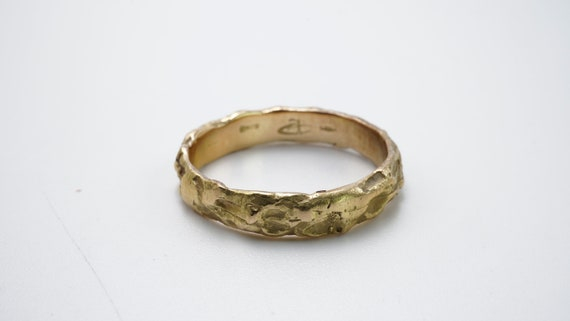 Hammered yellow gold ring - image 1
