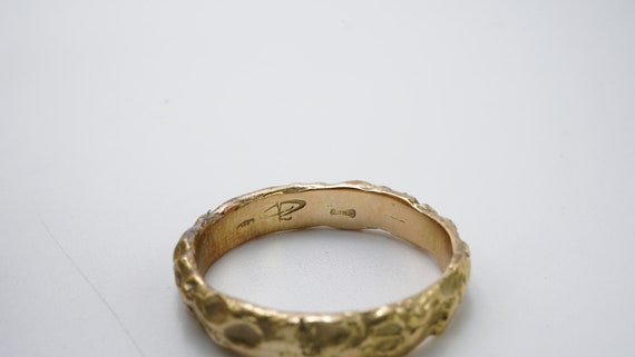 Hammered yellow gold ring - image 4