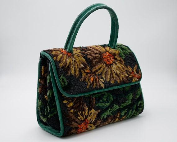 Green vintage bag with embossed embroidery