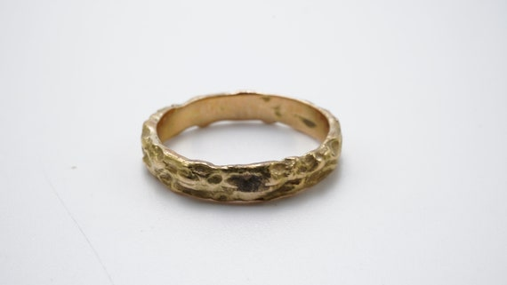 Hammered yellow gold ring - image 3