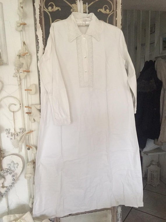 Women's nightgown with trim