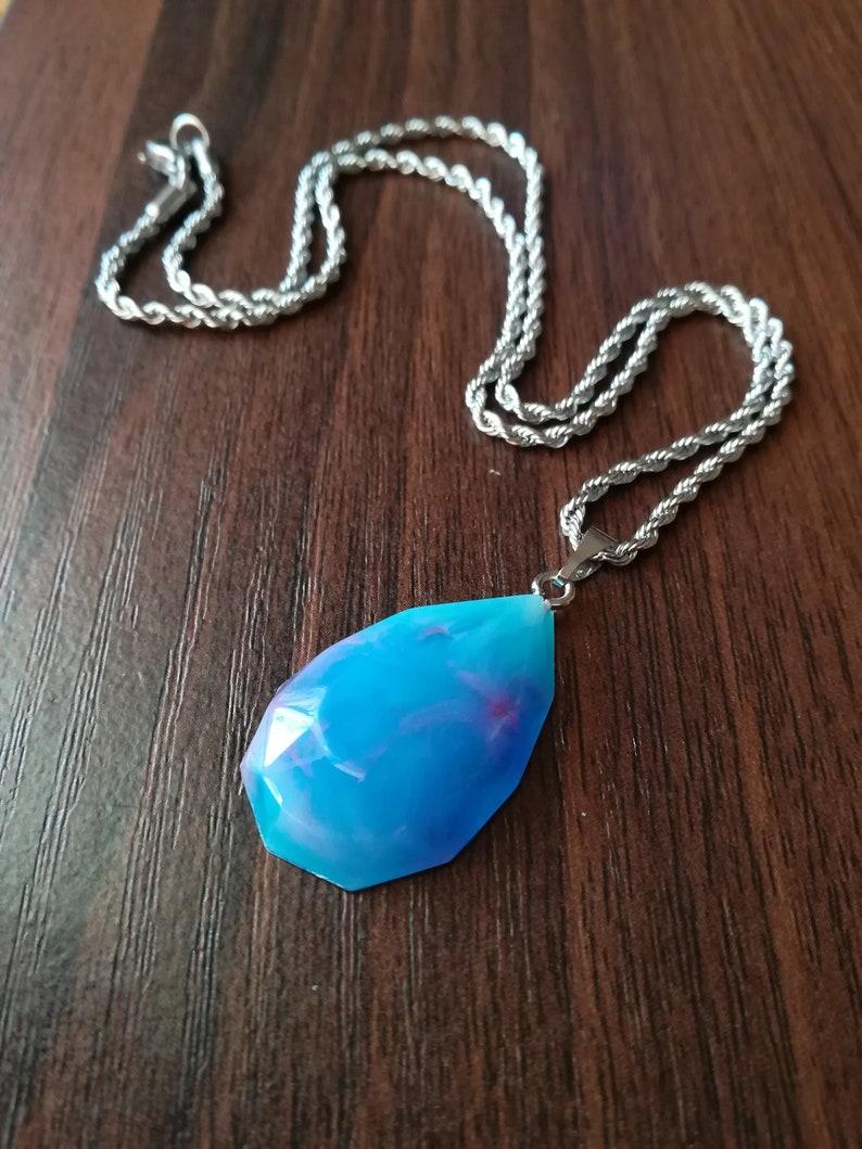 Colourful teardrop pendant