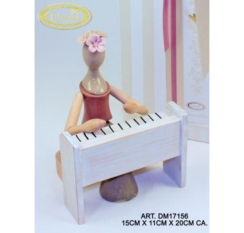 Musa con il pianoforte