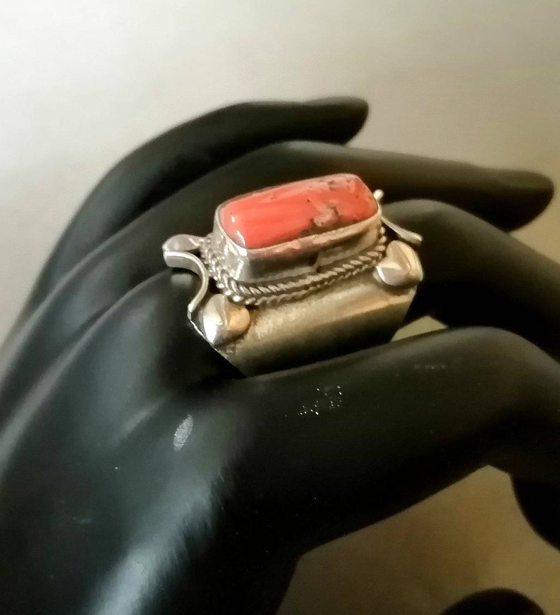 Ancient Berber ring in solid silver with a coral stone kabyle coral. woman/'s ring tuareg Berber ring Berber jewelry