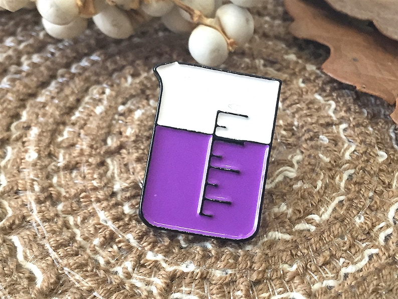 Chemical element structure enamel pin hard enamel pins hat pins collar pin badge enamel pin funny  kawaii enamel pin display Pins for Jeans
