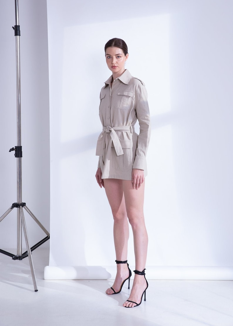 Women Linen Tunic with Long Sleeves and Straight Collar Neckline Military Tunic with Detachable Tie and Flap Pockets