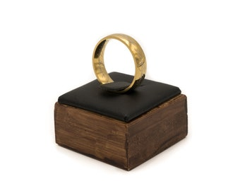 The One Ring - Replica and stylish wooden ringdisplay