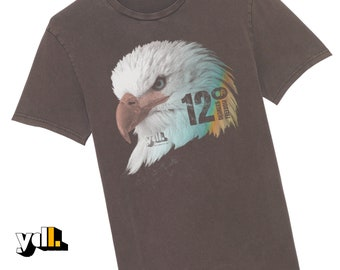 Eagle t shirt. A symbol of freedom and nature. Screen print vintage style effect with typography. Bird and nature lover gift.