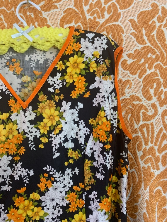 60s/ 70s floral fitted shift sleeveless dress.