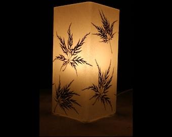 Lampe mit gepresstem Zierahorn, Lamp with pressed decorative maple leaves
