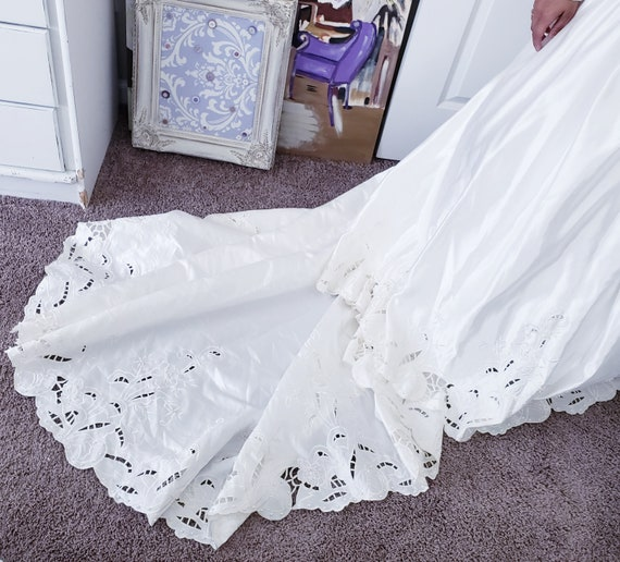 Vintage Ivory Wedding Gown - image 6