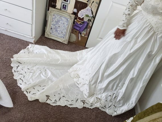 Vintage Ivory Wedding Gown - image 2