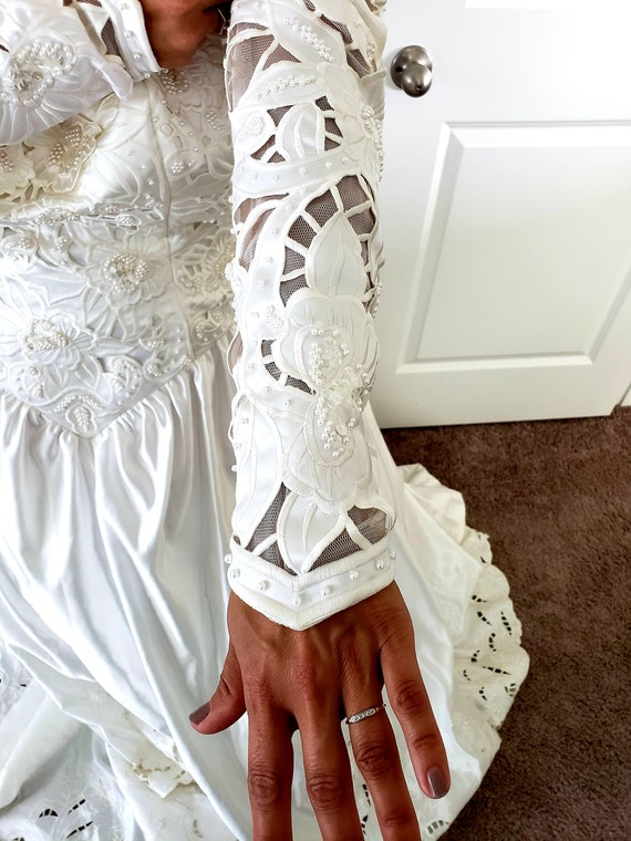 Vintage Ivory Wedding Gown - image 4