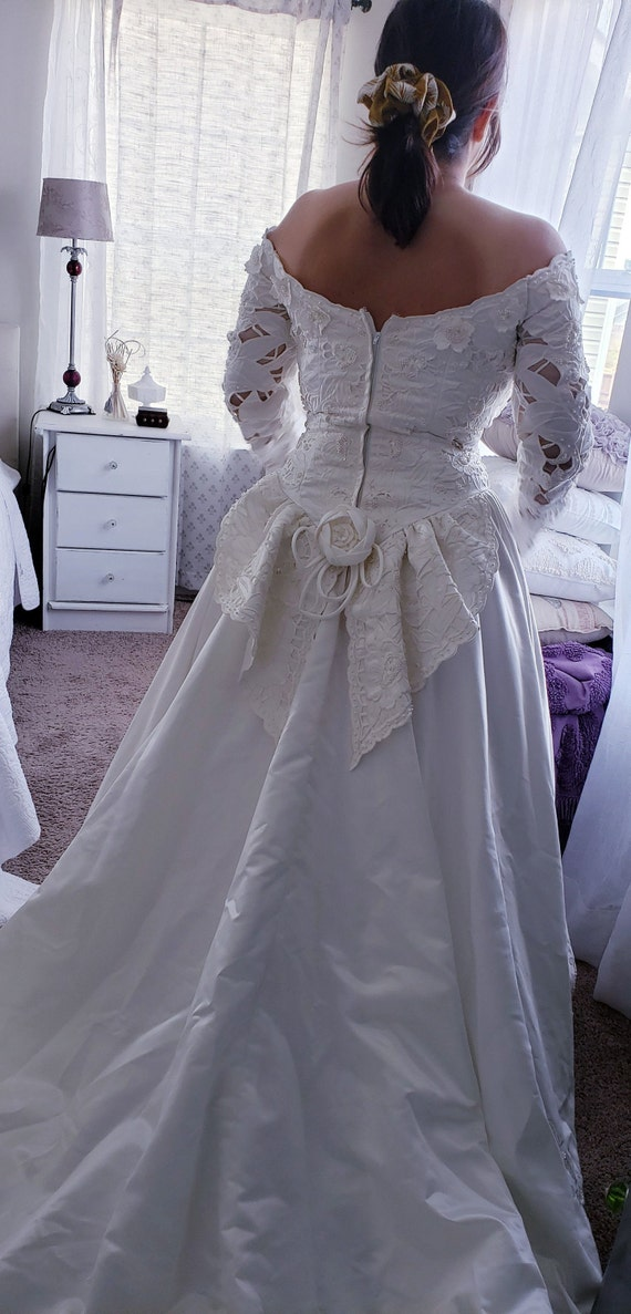 Vintage Ivory Wedding Gown