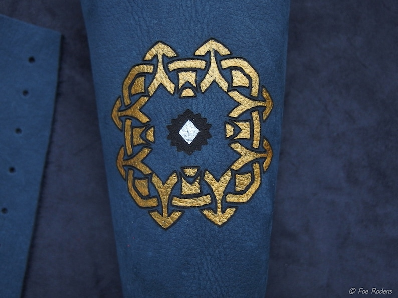 cosplay Fantasy bracers LARP Thorin Kili Fili dwarves costume Arkenstone Celtic knot vambrace 2x blue leather arm