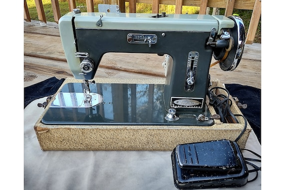 Vintage Working Sewing Machine/ Vintage Signature Montgomery Wards Sewing Machine/ Working Condition Made in Japan Signature Sewing Machine