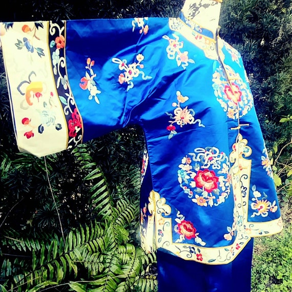Exquisite Chinese Embroidered Silk Pajamas Vintage