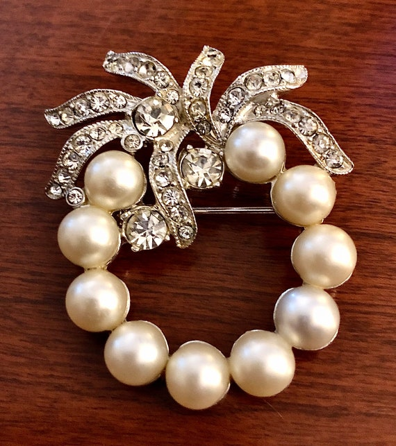 1940s Signed Eisenberg Brooch