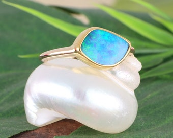 Alluring Opal  Dinner Ring 14 Yellow Gold